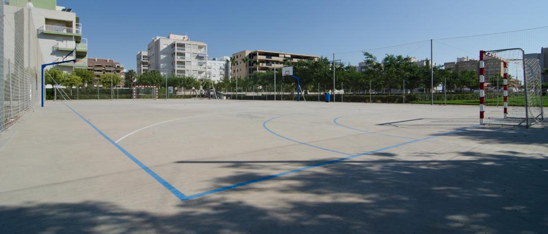 Cerramiento pista polideportiva playa de Guardamar  por COPRUSA Ingeniería y Construcción, SLU.