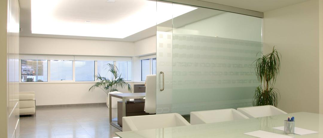 Reforma oficina en Gandia por COPRUSA Ingeniería y Construcción, SLU