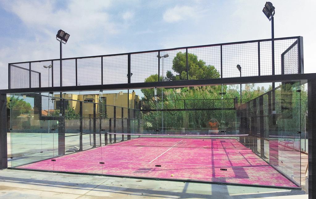 Instalación cerramiento   Padel panorámico - Oferta COPRUSA Ingeniería y Construcción